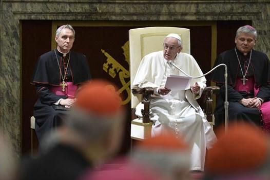 Papa recebe membros da Cúria Romana para felicitações de Natal
