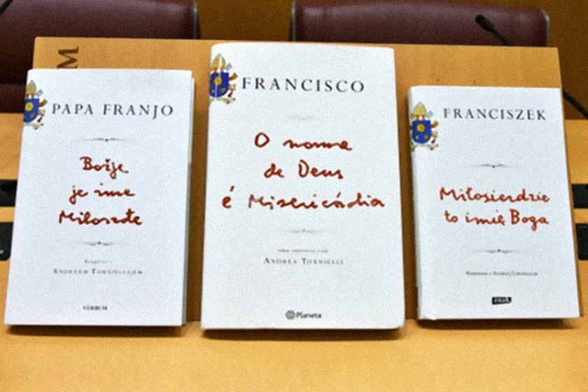 12-01-2016-livro-papa-o-nome-de-deus-e-misericordia