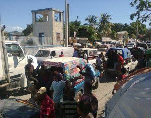Em Porto Príncipe, capital do país, os tap-tap (transporte popular do país), são coloridos e chamam a atenção